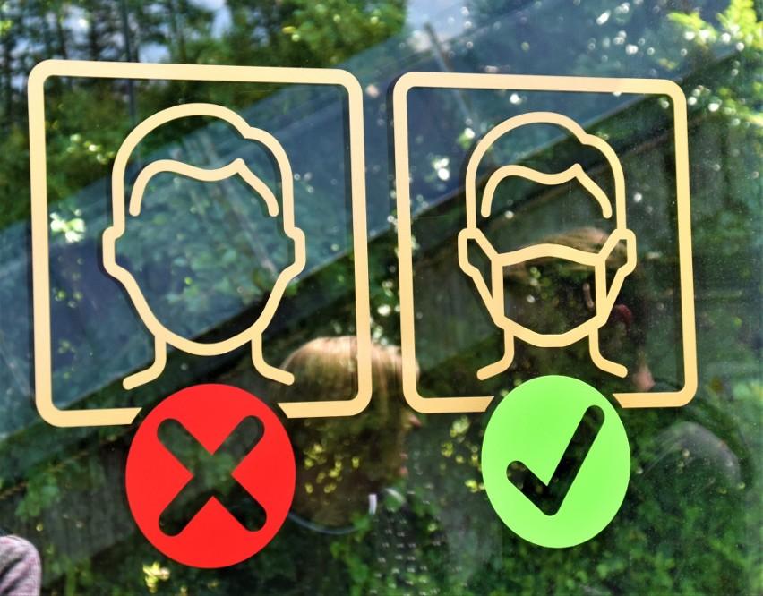 Noszenie maski ochronnej jest ważniejsze niż może się wydawać, nawet w pod nieobecność innych ludzi w przestrzeni publicznej