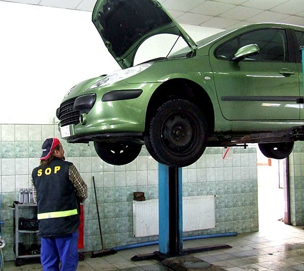 Przed wyjazdem na ferie zimowe można za darmo sprawdzić stan techniczny swojego samochodu.