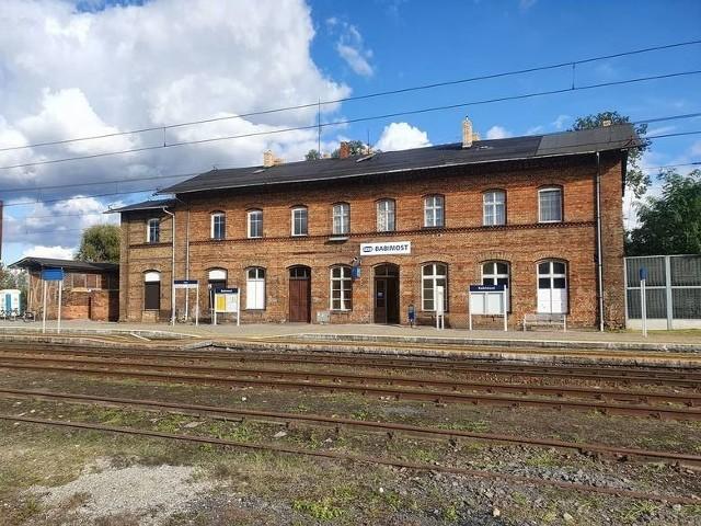 Dworzec w Babimoście został oddany do użytku w 1900 roku. Do dziś służy mieszkańcom miasta i regionu.