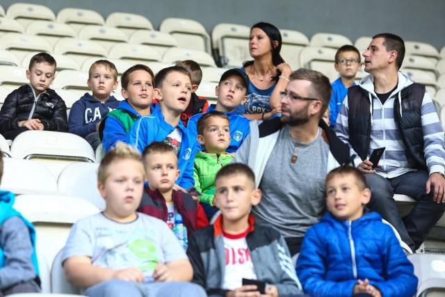 Trybuny stadionu Cracovii opanowały dzieci