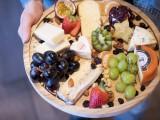 Majowe przyjęcie. W domu, w ogródku czy na działce - deska serów zauroczy domowników i gości!