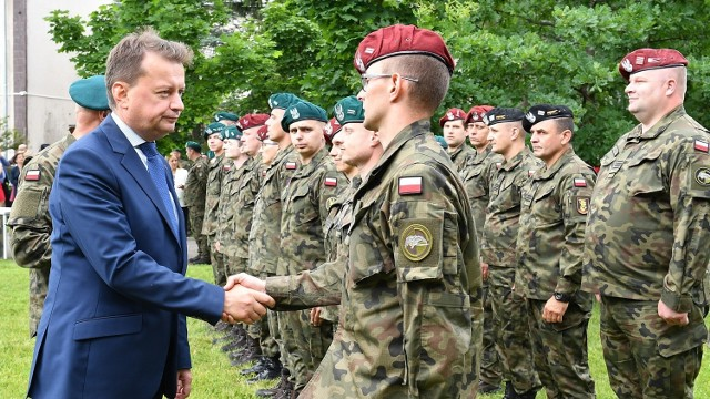 W trakcie spotkania minister M. Błaszczak wręczył medykom wyróżnienia