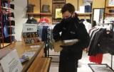 Bezpieczne zakupy w galeriach handlowych. Słupscy policjanci prowadzą działania prewencyjne