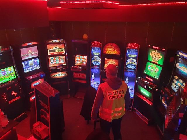W lokalu zabezpieczono osiem automatów do gier
