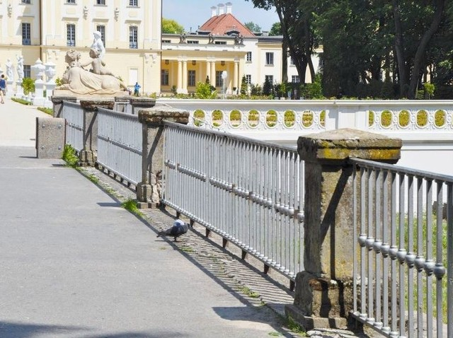 Dzięki badaniom dowiemy się np. czy fundamenty mostu nad fosą są oryginalne czy też współczesne. Dopiero wtedy urzędnicy podejmą decyzję o tym, w jaki sposób go przebudować.