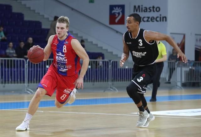 Martyna Paliukenas (z piłką) w meczu przeciwko Czarnym zaliczył aż sześć przechwytów.