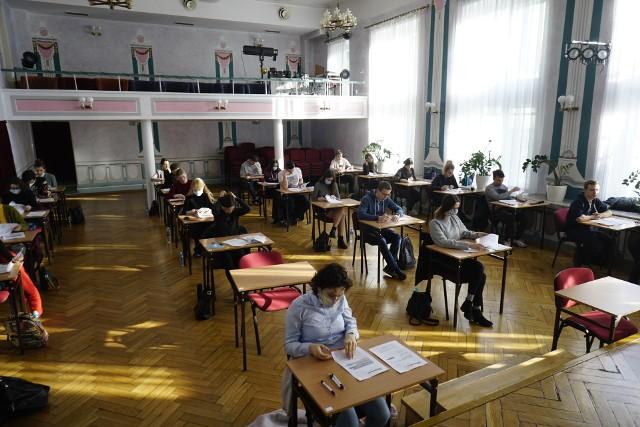 Matury próbne wystartowały 3 marca. Zobacz zdjęcia naszego fotoreportera z II Liceum Ogólnokształcącego w Poznaniu.