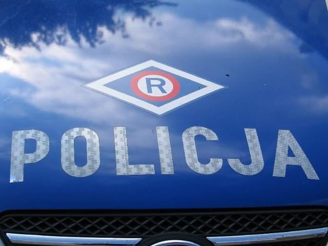 Policja ustala kto kierował fordem.