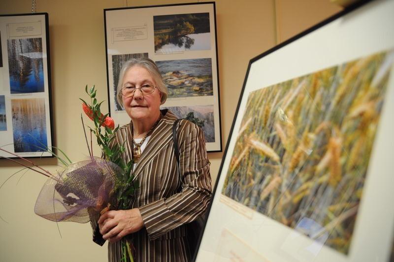 Pani Antonina udowadnia, że w każdym wieku można się realizować. - Mam 71 lat. Chodzę wolniej i więcej dzięki temu widzę - mówi.