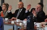 Konflikt o szkoły w Oleśnie. Przegłosowano uchwałę oświatową [SIATKA SZKÓŁ]