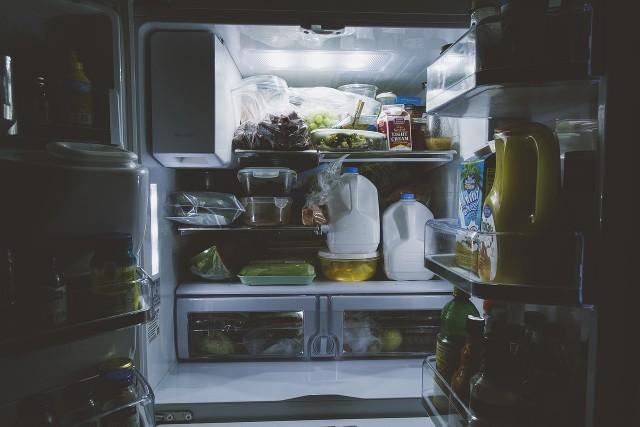 Dzięki mrożeniu możemy przedłużyć trwałość jedzenia. Istnieją jednak produkty, których nie należy mrozić. Niska temperatura może sprawić, że niektóre z nich nie będą nadawać się do spożycia. Mogą też być szkodliwe dla naszego zdrowia.Sprawdź w naszej galerii produkty, których nie można mrozić>>>