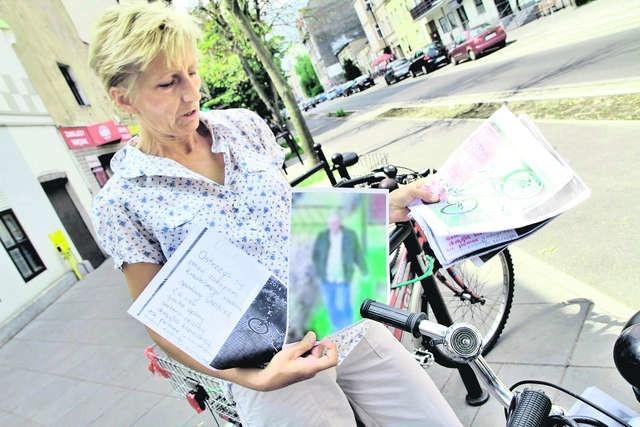 Hanna Olszewska sama starała się znaleźć złodzieja roweru, rozwieszając wydruki zdjęć z monitoringu Fot.: Sławomir Kowalski