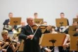 """W Filharmonii Zielonogórskiej """"Mistrzowski koncert symfoniczny"""" z wirtuozem gry na skrzypcach Krzysztofem Jakowiczem"""