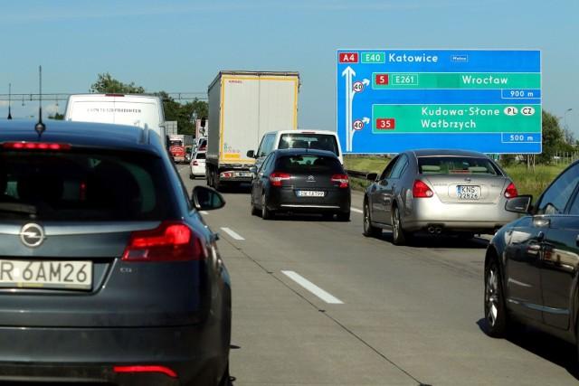 Karambol i korek na autostradzie A4 pod Wrocławiem.