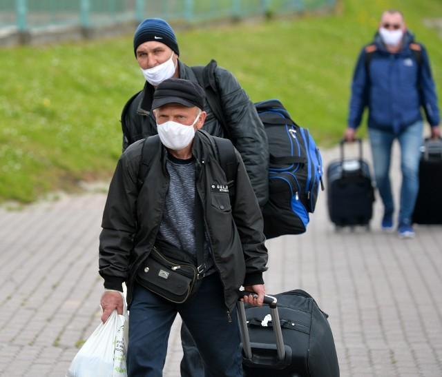 16 maja po dłuższej przerwie otwarto piesze polsko-ukraińskie przejście graniczne w Medyce. Do miejscowości pod Przemyślem zjeżdżają Ukraińcy z różnych stron Polski. Ci, którzy wchodzą do Polski, musząsięliczyć z 14-dniową kwarantanną.