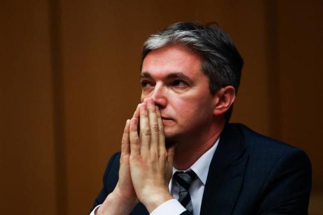 Adam Jarubas na konferencji w Kielcach wyraża opinię na temat wetowania unijnego budżetu.