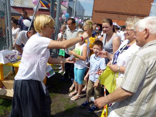 Piknik rodzinny w BarcinieTłumy ludzi pojawiły się wczoraj na orliku przy SP nr 1. Wszyscy chcieli wspomóc czteroletnią Michalinkę i miło spędzić popołudnie.