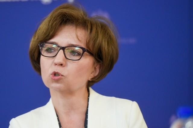 Minister Marlena Maląg: Wprowadzamy działania, które zabezpieczają ich zdrowie i życie odób w Domach Opieki Społecznej