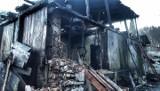Gdynia: Pożar pustostanu w Leszczynkach. 30.12.2020. Strażacy walczyli z ogniem przez dwie godziny. Na szczęście nikomu nic się nie stało