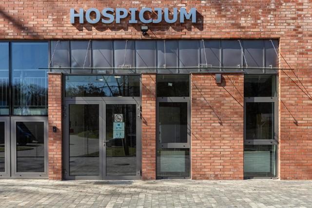 Hospicjum Światło będzie miało nowy budynek dla pacjentów temrinalnie chorych. Pierwsi pacjenci pojawią się w nim jeszcze w tym roku. Trwają też prace nad budową hospicjum dla dzieci i domu opieki wytchnieniowej.