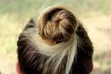 Fryzura na samuraja - damska. Komu pasuje i jak ją zrobić? Sprawdź, modną w tym sezonie damską fryzurę [GALERIA]