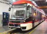 Pierwszy z nowych tramwajów od bydgoskiej Pesy wreszcie trafił do Gdańska [ZDJĘCIA]