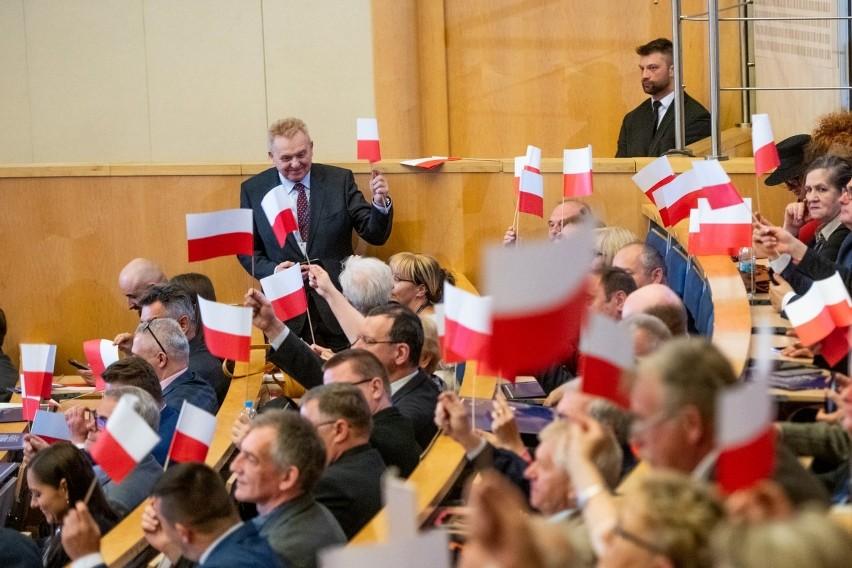 """Konwencja PiS w Poznaniu: """"Przynależność do UE jest wymogiem..."""