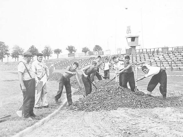 Dla jednych będzie to prawdziwe odkrycie, dla innych przypomnienie: oto unikalne zdjęcia z czasów, gdy budowano stadion Gwardii wraz z całym kompleksem sportowym