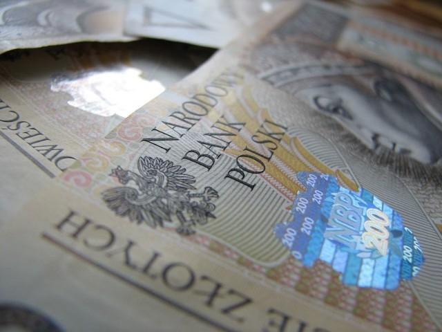 Sześciu mieszkańcom powiatu udało się zarobić milion złotych