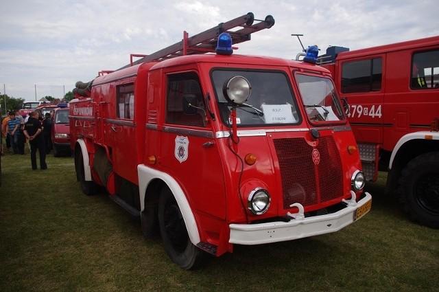 78 ekip strażackich przyjechało do Główczyc (gm. Dobrodzień) na  VI Zlot Pojazdów Pożarniczych - Fire Truck Show. To o 28 więcej, niż w ubiegłym roku. - To już nie jest lokalna impreza, tylko zrobił nam się ogólnopolski zlot - mówi Tomasz Kus, naczelnik OSP Główczyce. W tym roku na zlot przyjechali strażacy z 5 województw: opolskiego, śląskiego, łódzkiego, małopolskiego i mazowieckiego.