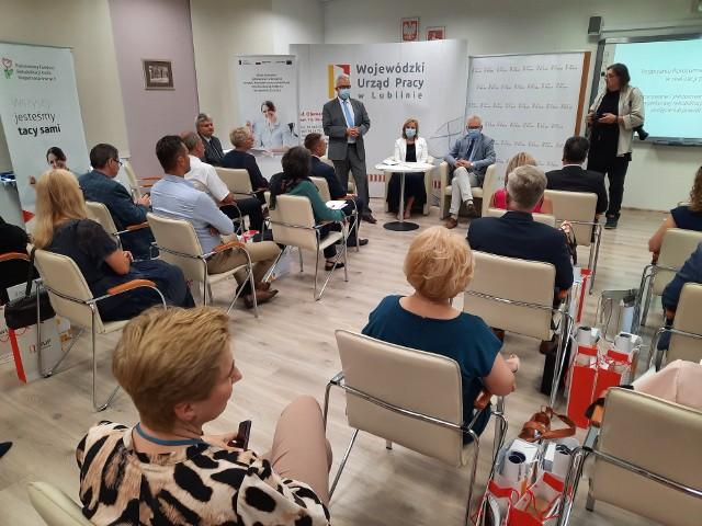 """Wojewódzki Urząd Pracy w Lublinie i Państwowy Fundusz Rehabilitacji Osób Niepełnosprawnych rozpoczęły współpracuję przy projekcie """"Powrót do zdrowia – powrót do pracy"""""""