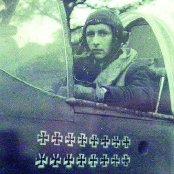 W 1947 r. Stanisław Skalski - as polskiego myślistwa, podczas II wojny służył m. in. w brytyjskim 501. dywizjonie myśliwskim.