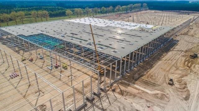 Trwa budowa magazynów w gminie Przytoczna.