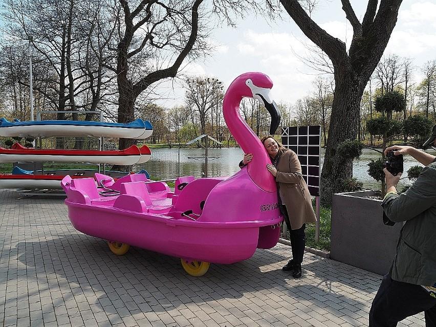 Łódzkie kąpieliska i przystanie otwierają się z początkiem wakacji. W Łodzi będzie można popływać na różowych flamingach