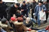 Obywatele RP zatrzymali marsz ku pamięci Żołnierzy Wyklętych. Interweniowała policja. Doszło do pyskówki [ZDJĘCIA]