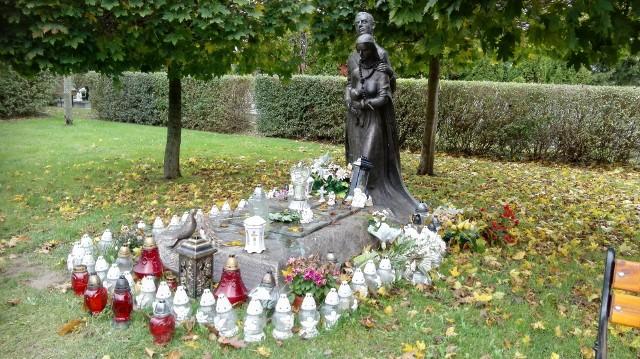 Pomnik dzieci utraconych na Nowym Cmentarzu w Słupsku