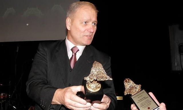 Albumy wydawane przez Janusza Kalamarskiego są rozchwytywane, a nabywcy chcą mieć na pamiątkę jego autograf
