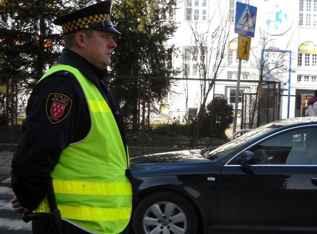 St. insp. Adam Sadłowski: – Pilnujemy przejść przy szkołach, żeby dzieci nie wybiegały na ulicę, a kierowcy jechali ostrożnie.