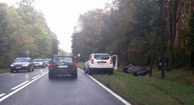W niedzielę auta dachowały w czterech miejscach jednocześnie.