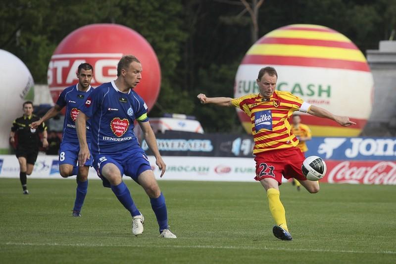 Jagiellonia Białystok w rozgrywkach ligowych spotkała się z Ruchem Chorzów w 23 meczach. Bilans dla żółto-czerwonych nie jest korzystny. Białostoczanie wygrali 6 razy, zremisowali 8-krotnie i przegrali w 9 meczach. Bilans bramek 14:28.