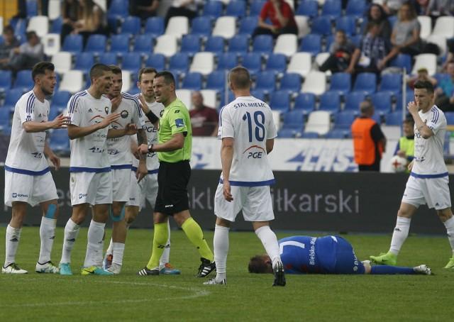 Sprawa pobytu w Polsce Borisa Milekicia (drugi z lewej) została już uregulowana. Serb nie zagra jednak w ostatnim meczu sezonu.