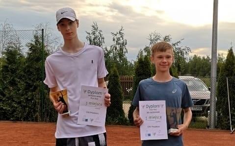 Jan Kaczorowski i Piotr Kluj wygrali w deblu w OTK młodzików. Tenisista MKT był trzeci w grze pojedynczej