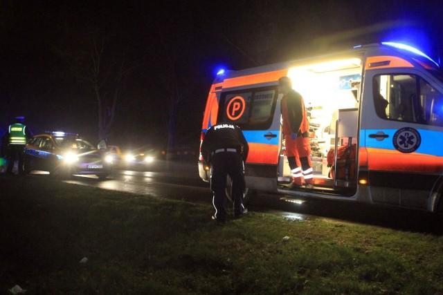 Policjanci zatrzymali 23-letniego mieszkańca gminy Głowno, który najpewniej ciężko zranił nożem swoją 16-letnią dziewczynę. Trafiła do szpitala i walczy o życie - jest w stanie śpiączki. CZYTAJ DALEJ NA NASTĘPNYM SLAJDZIE