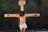 Uście Gorlickie. Misterium Męki Pańskiej - wierni przeszli z modlitwą sprzed kościoła parafialnego przez centrum miejscowości [ZDJĘCIA]