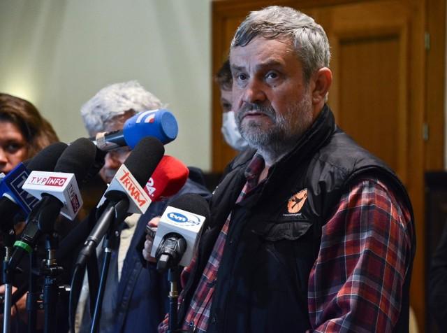 Mówi się, że przeciwnicy ustawy futerkowej planują założyć swój własny klub, do czego potrzeba 15 mandatów, jednak do założenia koła poselskiego wystarczy już tylko trzech parlamentarzystów.
