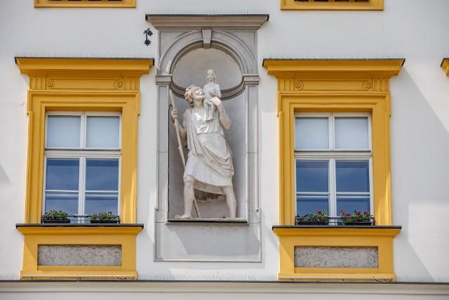 Po 230 latach św. Krzysztof powrócił na fasadę Pałacu Krzysztofory