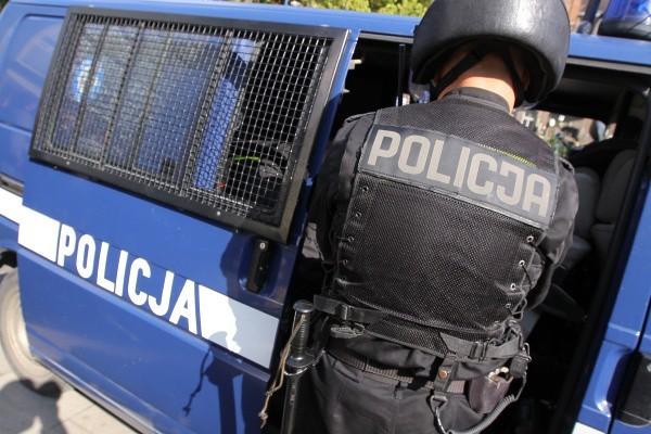45-latek był przed blokiem przy ul. Chrobrego. Ślady krwi doprowadziły policję na miejsce krwawej libacji