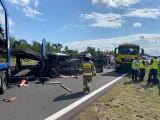 Wypadek na A2 w okolicy Wrześni. 3 osoby poszkodowane. Droga jest zablokowana