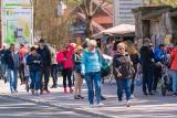 Turyści postawili na majówkę w krynickim uzdrowisku. Tłumy na ulicach [ZDJĘCIA]