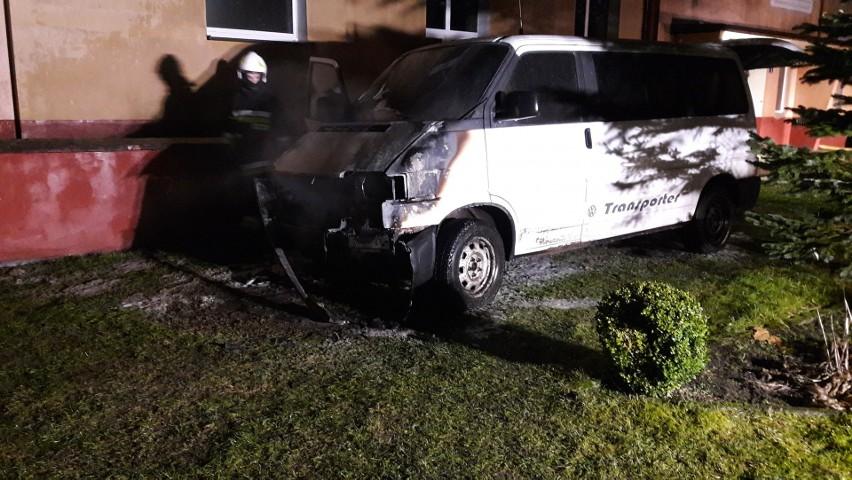 W czwartek przed godziną 17 w Wałdowie doszło do pożaru samochodu marki Volkswagen, który był zaparkowany przy miejscowej szkole. W akcji brały udział jednostki z Miastka, Piaszczyny i Wałdowa.